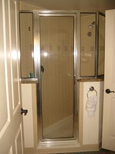 1-bedroom shower